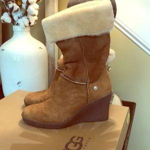 🌻ladies sz 9 UGG wedge boots